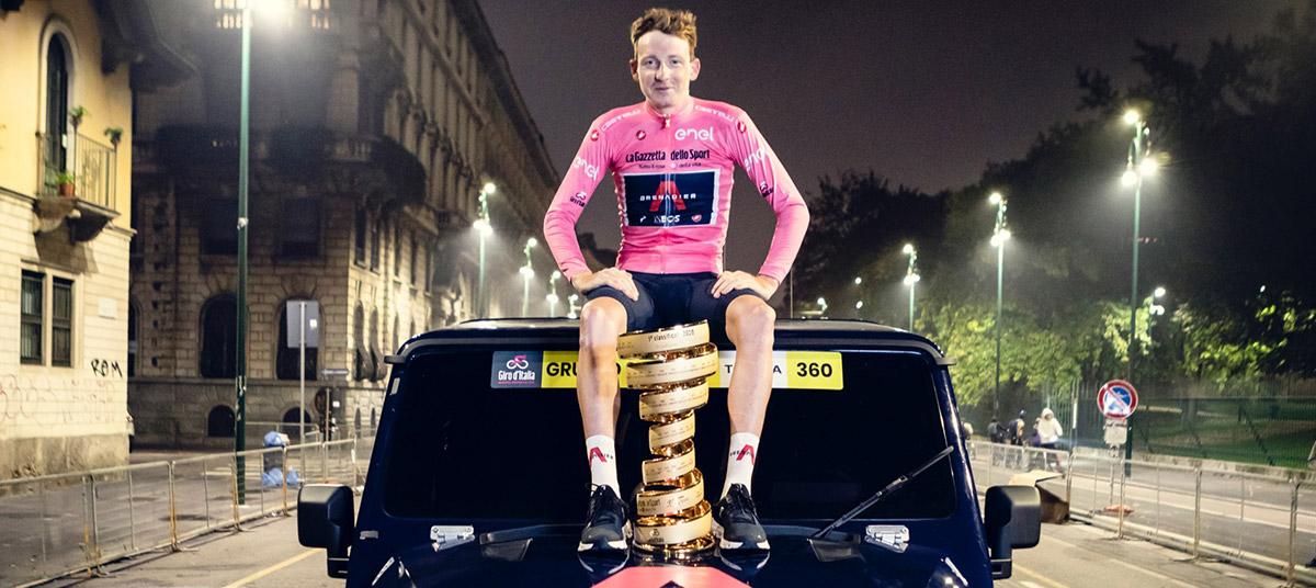Tao Geoghegan Hart celebrates Giro d'Italia win